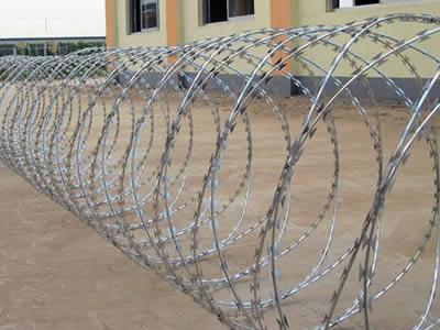 Concertina Razor Wire For Airport Prison Farm Fencing