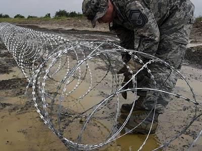 Concertina Razor Wire for Airport, Prison, Farm Fencing.