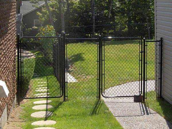 Residential Chain Link Fence Gates – Single and Double Swing