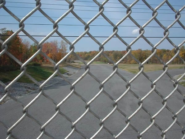 Galvanized Chain Link Fence Is Used For Garden Fencing