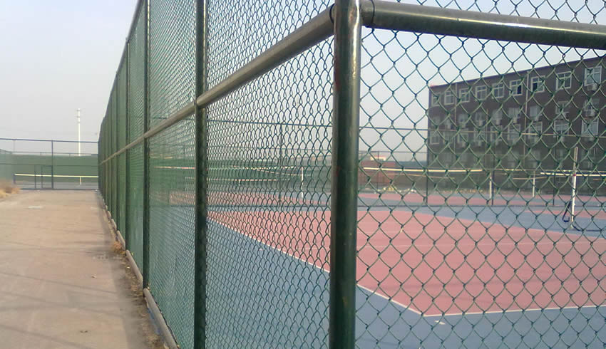 Tennis court chain link fence